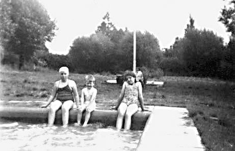 <font size=3><u> - Paddling Pool - </u></font> (BS0178)  Can anyone help with a date and names please?