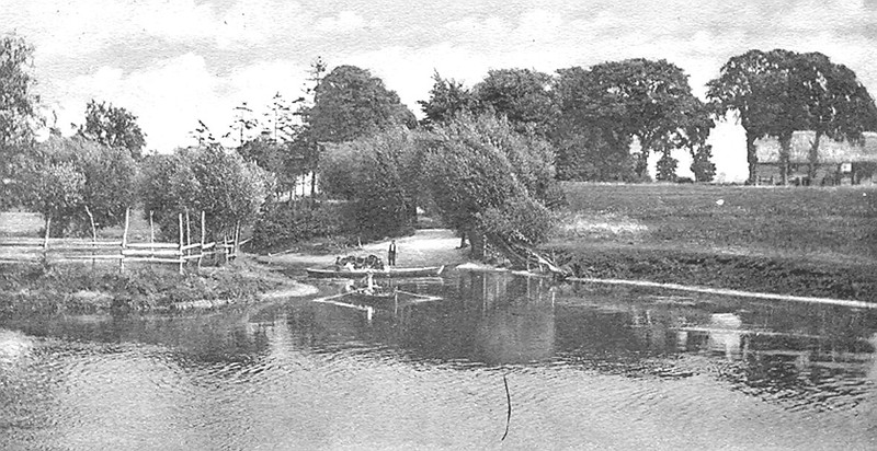 <font size=3><u> - The old ferry below the weir in 1904 - </u></font>(BS0347)
