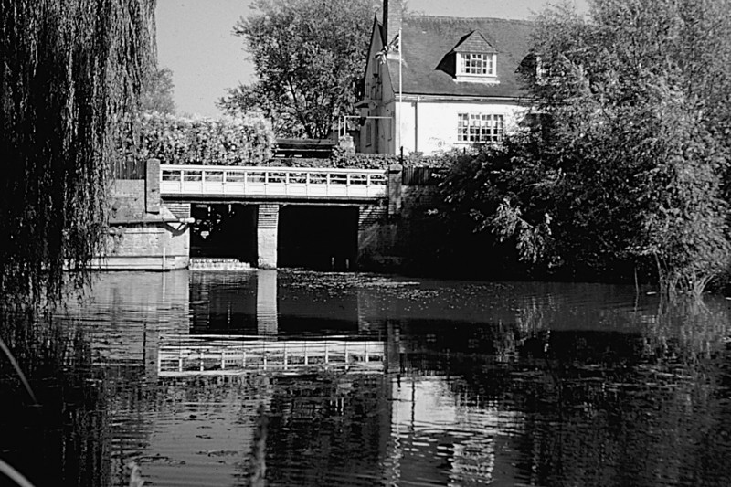 <center><font size=3><u> - Preston Crowmarsh Mill - </u></font> (BS0584)  The Mill now enjoys a tranquil life as a private house.  It is pictured here in August 1961.