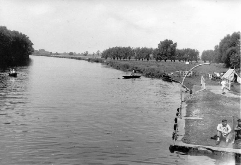 <center><font size=3><u> - Thames Water Meadow - </u></font> (BS0951)  A view looking upstream from the top of the diving platform, taken in 1950.  This is the last record we have of the first of Benson's precious water meadows to be lost to commercial developers.