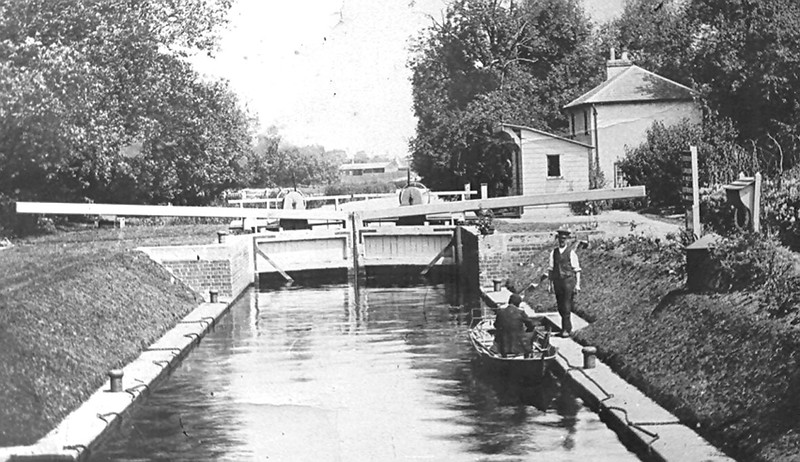<font size=3><u> - The Lock - </u></font>(BS0402)  Looking upstream from the lock. Presumably the man in uniform is the lock-keeper (No name) perhaps collecting a fee from the boatman (if they had to pay)