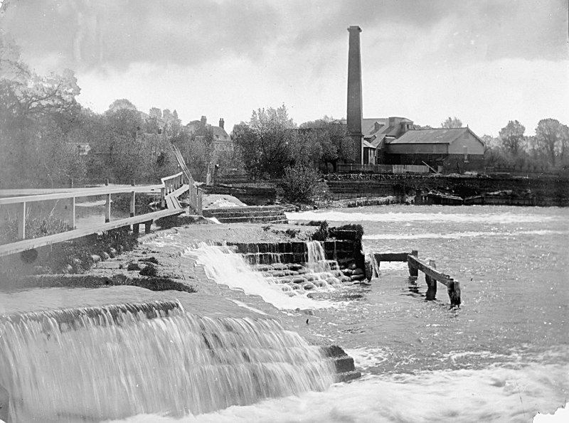 <font size=3><u> - River and Old Mill - </u></font>(BS0232)  Weir pool with mill chimney still standing (when was it demolished ??)