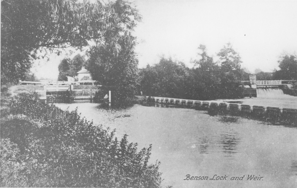 <font size=3><u> - Lock Island and Weir - </u></font>(BS0399) A very old picture pre-dating the re-building of the Lock Keepers house in 19??
