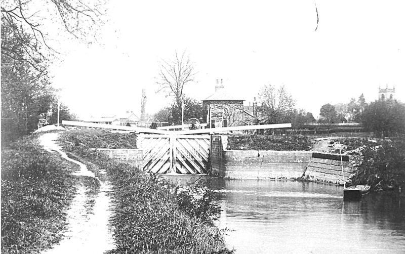 <font size=3><u> - Lock Island and Weir - </u></font>(BS0400) Probably the oldest photo of the lock.  Possibly pre-1900.  The coal wharf in the distance is recognizable, but what is the 2 storey house?  A complete mystery!