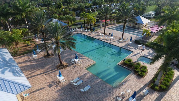 Swimming Pool, Hot Tubs, Bocce Ball, Shuffleboard, Horseshoes, Putting Green