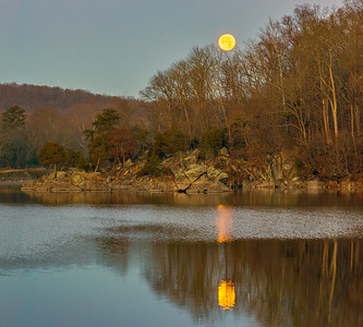 December Supermoon Setting