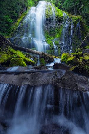 The massive Proxy Falls in Oregon