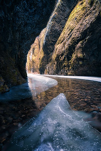 A frozen journey into the Oneonta Gorge - Oregon