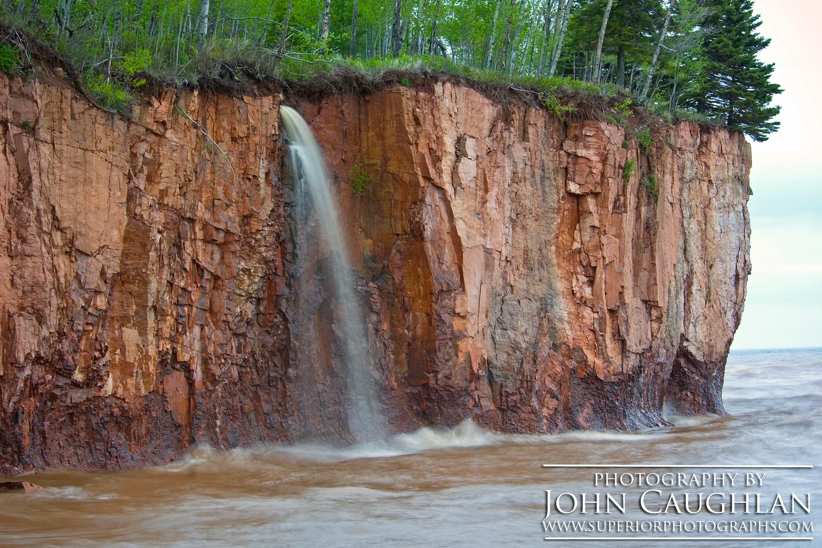 IonasBeach(waterfall2a)