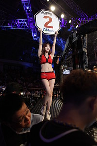 "Kim Ho-Jun vs Cho Young-Seung ""Ring Girl Round 2"""