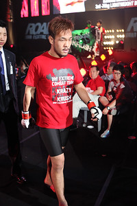 Lee Kwang-Hee walks out to the cage at Road FC 016