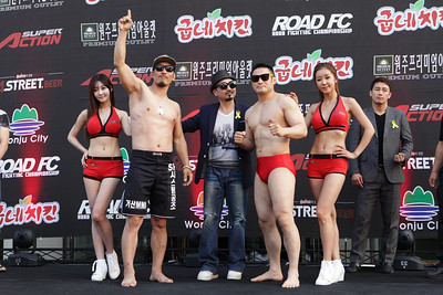 "Minowa Ikuhisa vs Park Jung-Gyo weigh-in ""Road FC 015"""