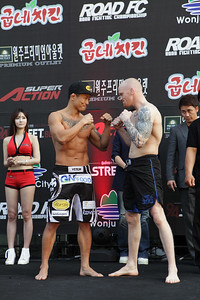 Road FC 015 Weigh-In Staredown