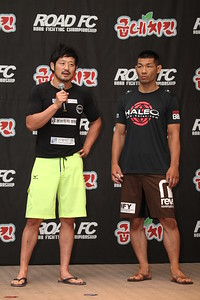 Yoon Dong-Sik and Fukuda Riki at the Weigh-in