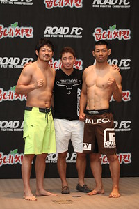 Yoon Dong-Sik and Fukuda Riki at the Weigh-in
