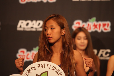 Song Ga-Yeon and Emi Yamamoto Face Off at the Weigh-in