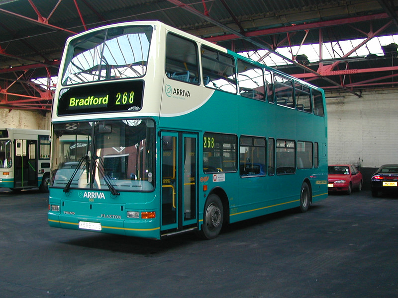 X668 YUG stands in the Arriva garage at Heckmondwike on 5th January 2001