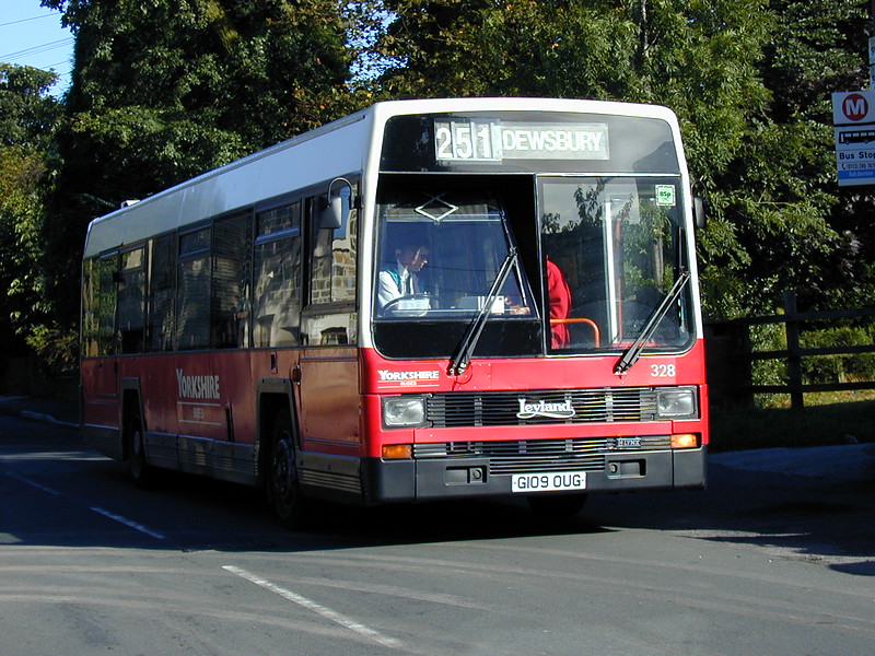 G109 OUG on service 251 collecting passengers an Old Lane Birkenshaw on September 9th 1999