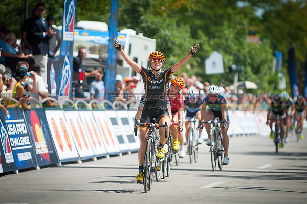 Lauren Hall (Optum) comes across the line for the win. © Dejan Smaic | Sportifimages.com