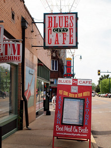 Blues City cafe - had us some yummy ribs here