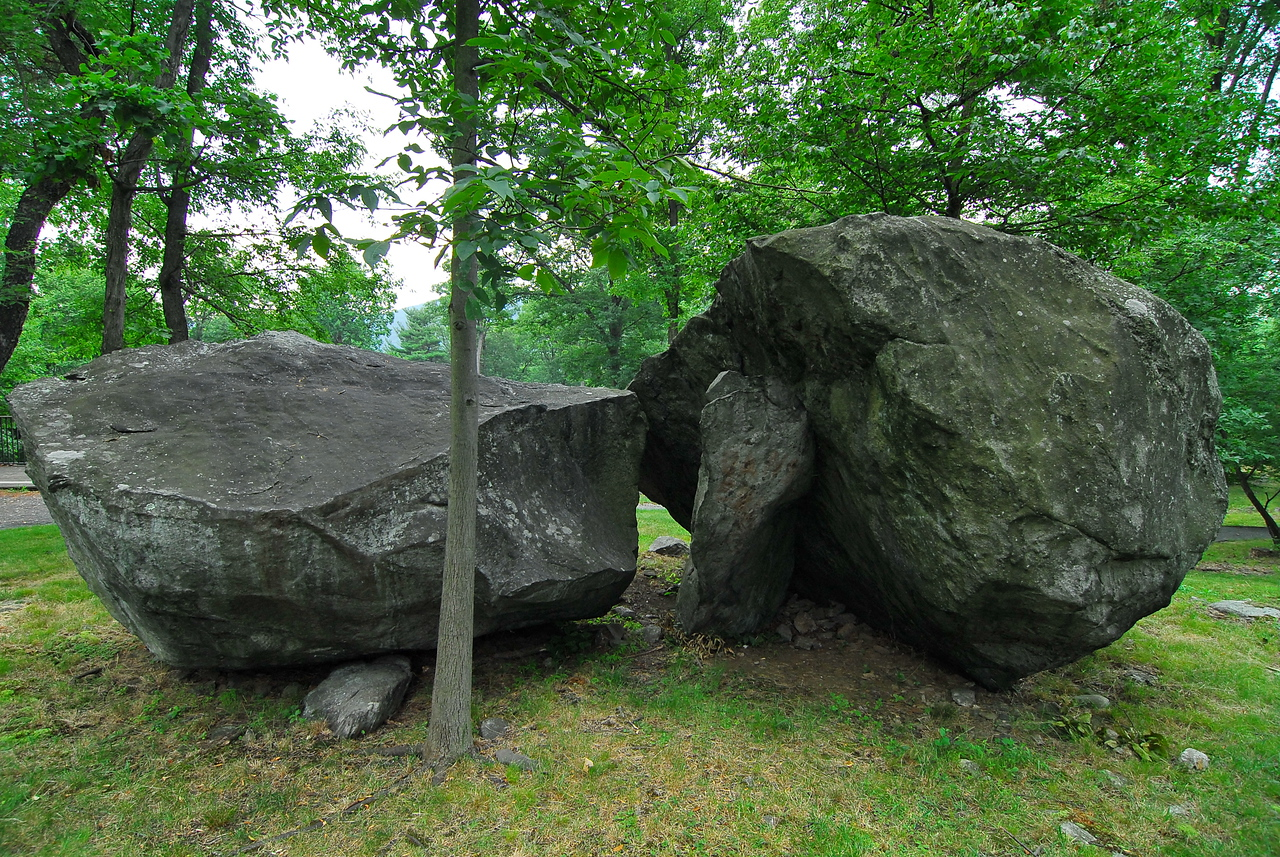 Interesting rock formation in the middle of the fort. Soldiers likely used these rocks as a place to sit or hang out.