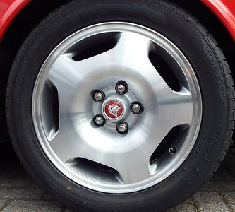 XJR 17 inch wheel refurbished in turned and lacquered style