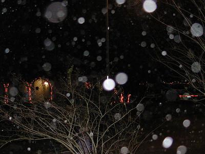2004-12\12-24 Night Snow with Neighborhood