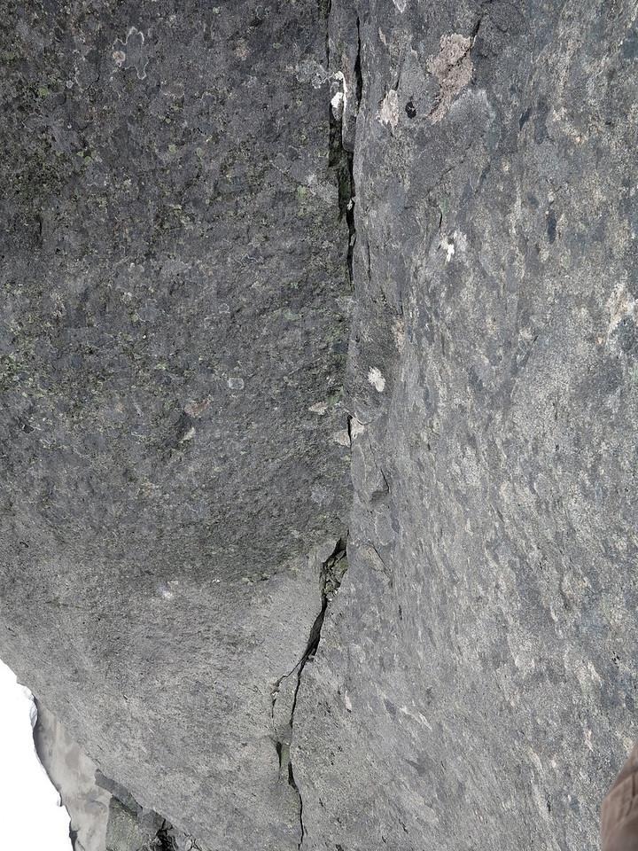 Upper finger crack of SHP