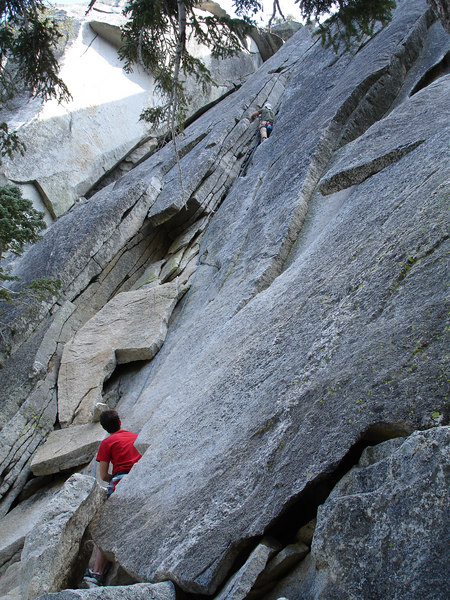 Rick leading the first pitch of Graham Cracker 5.6 Suicide Rock.