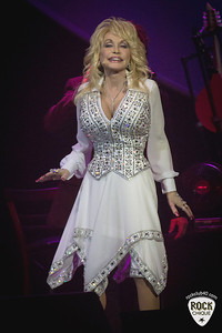 Dolly Parton - Qantas Credit Union Arena - 18 Feb 2014