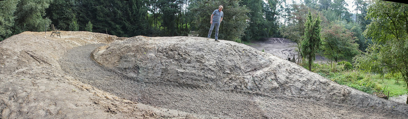 Construction of a path by means of concrete rubble