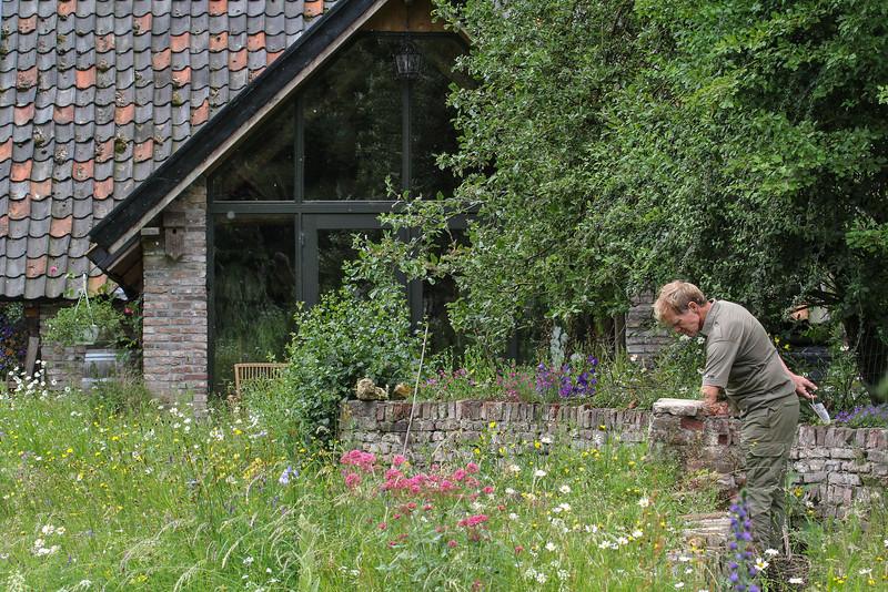 Hans working in te Garden