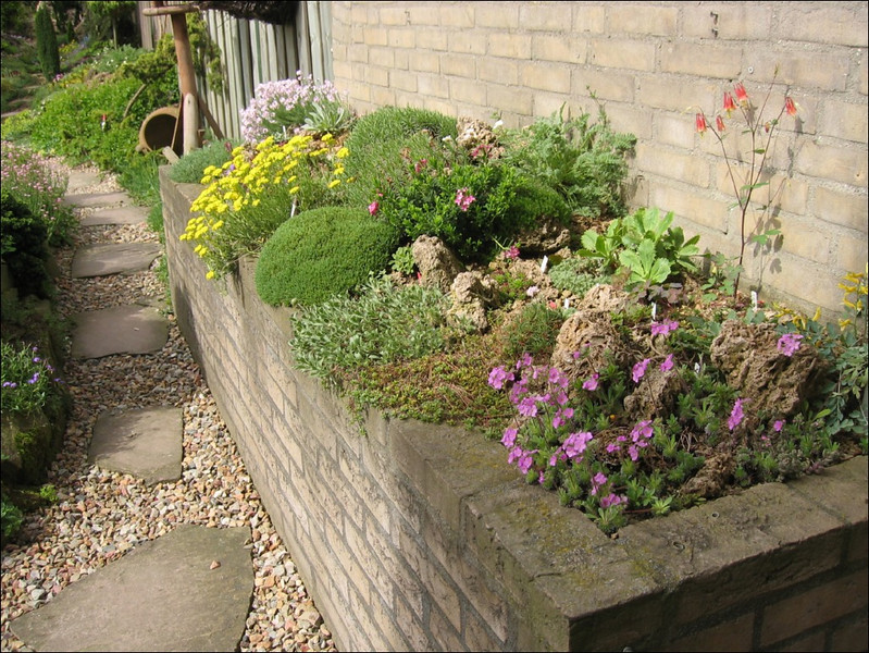 reased bed (Garden Ab v. Dooremolen, Best)