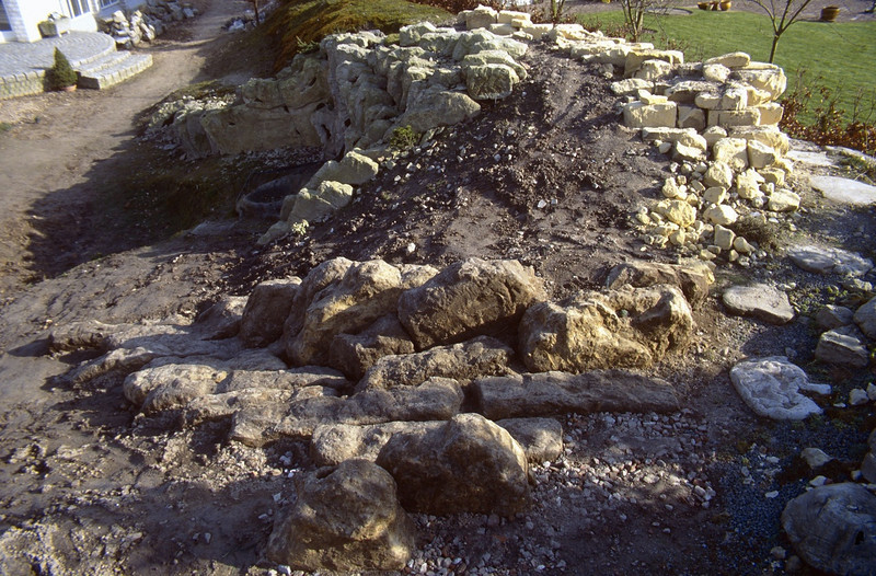 left the wet peat wall and right the calcareous area ( construction rockgarden 1992 )