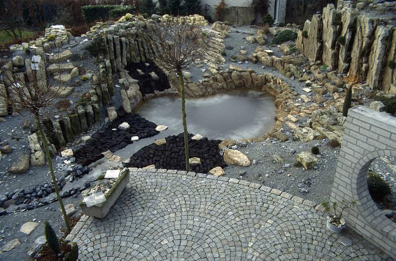 the backyard ( construction rockgarden 1993 )