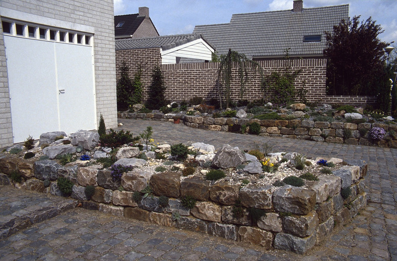 raised bed, front of the house (construction rockgarden 1992)