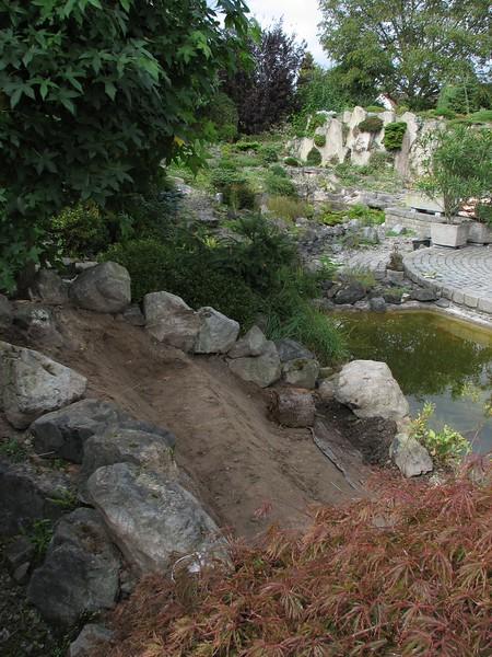 shadowed garden hill (creation peat/woodland garden 2007)
