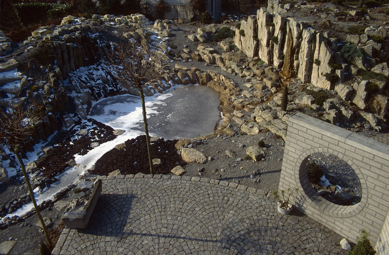 view from the chimney into the garden ( construction rockgarden, winter 1993 )