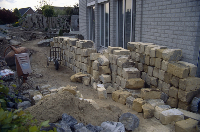 depot of 250 marl blocks, used for plants with a preference for lime ( construction rockgarden 1993 )