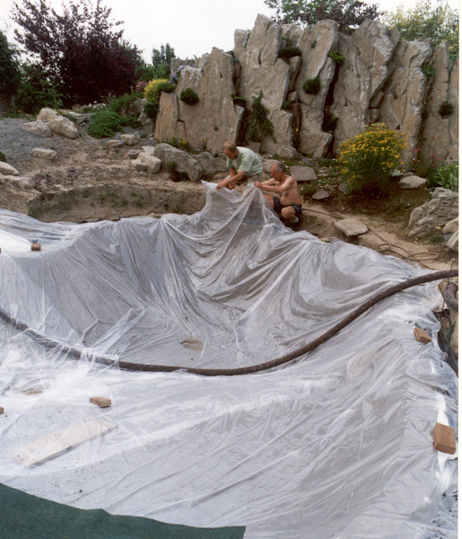 phase 7, sun protection plastic sheet ( slow drying concrete ) (construction rockgarden 1992)