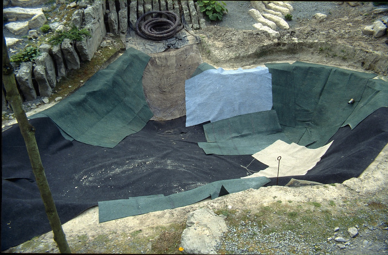 phase 3, laying used carpet to protect the plastic sheet  (construction rockgarden 1992)
