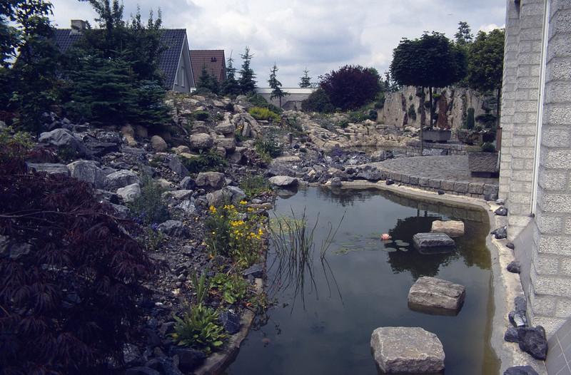 the second pond including the steppingstones against the house (  construction rockgarden 1992)