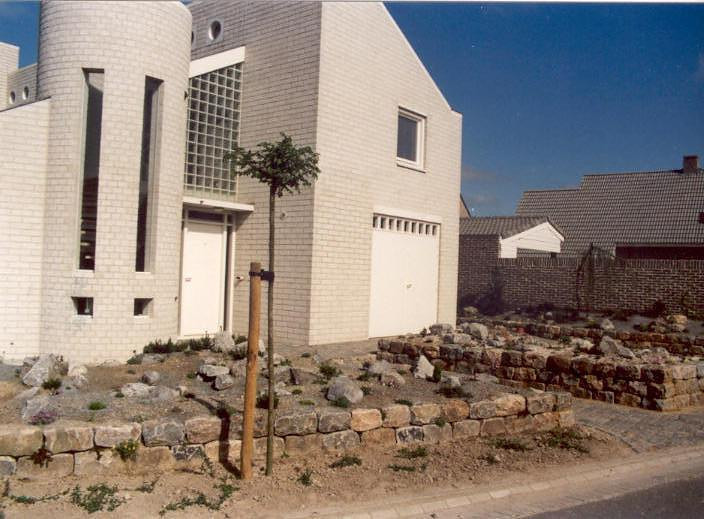raised beds and raised garden edges (construction rockgarden 1992)