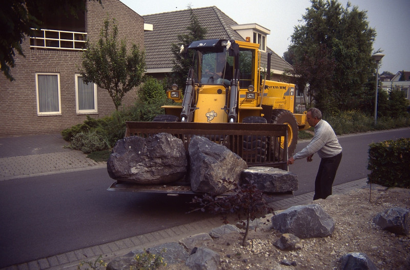 use a loader for the weighty stones (construction rockgarden 1993)