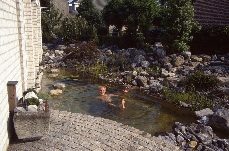 pond against the South side of the house (  construction rockgarden 1993)