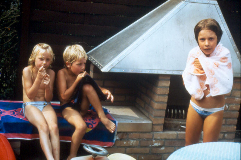 Lana,Jeroen and Saskia by the fireplace (terrace)