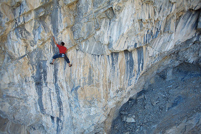 "Simon Meis on the lower part of the 45m long ""Spicy Elephant"" 13b"