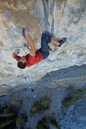 "After 40m of overhanging climbing the top crux awaits you with an awkward move on ""Buffet Royale"" 13b"