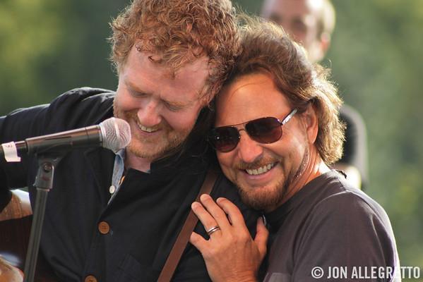 Glen Hansard and Eddie Vedder