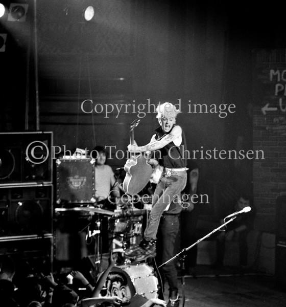 Den amerikanske Rockabilly-trio Stray Cats på scenen i Odd Fellowpalæet 1981